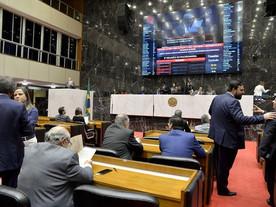 Maioria das prefeituras atrasa fornecedores para pagar 13º salário