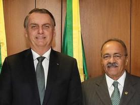 Senador da cueca constrange Bolsonaro e expõe mais uma mentira do governo