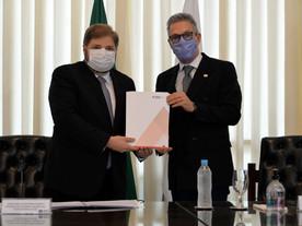 Assembleia avisa que não aceitará mais 'faca' do governo Zema no pescoço