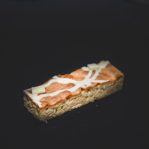 BELGIAN WHITE CHOCOLATE BLONDIE