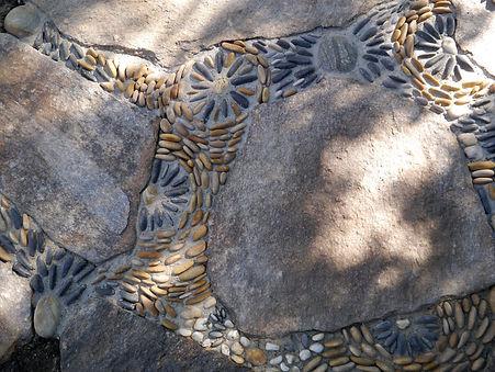 designer-garden-peeble-mosaic-gard