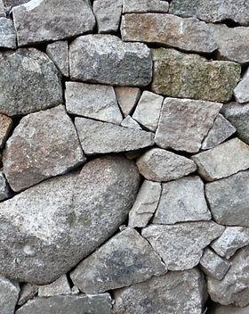 artisan-pierre-seche-granite-villefort-cevennes