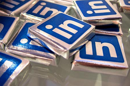9 Ways to Brighten Up Your LinkedIn Profile