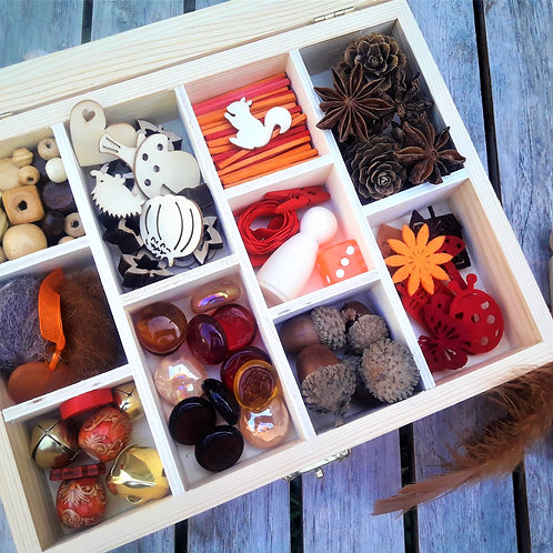 Autumn themed tinker tray for open ended play