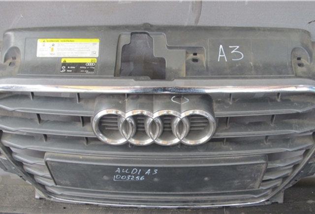 Audi A3 (8V) 12- Решетка радиатора Б/у Оригинал