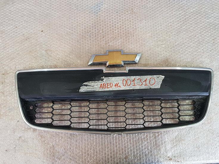 Chevrolet Aveo 2 (T300) Решетка радиатора нижняя часть + эмблема Б/у Оригинал