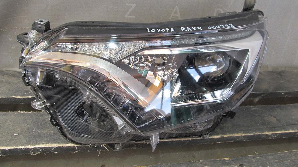 Toyota RAV4 IV (XA40) Фара левая Б/у Оригинал