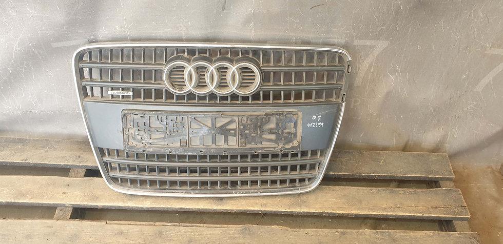 Audi Q7 1 (4L) Решетка радиатора Б/У Оригинал
