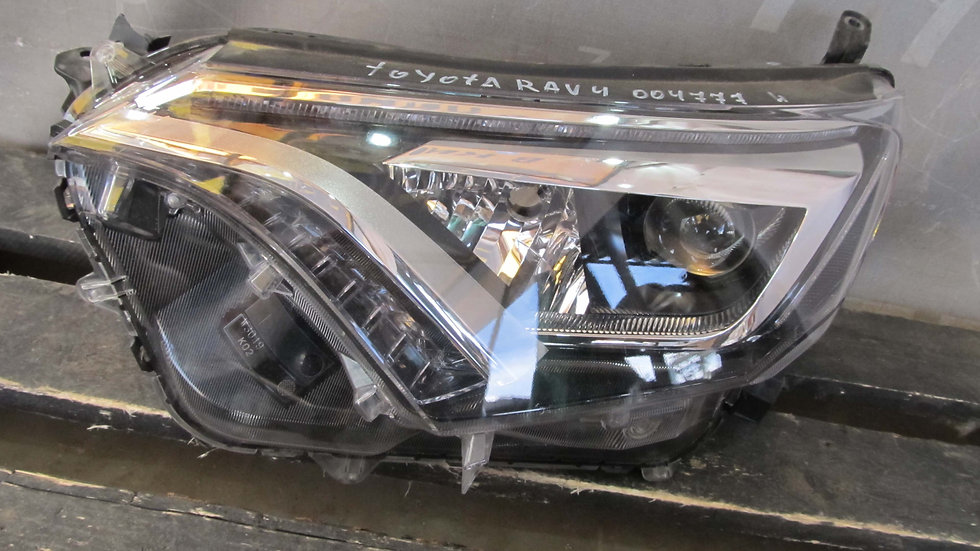 Toyota RAV4 IV (XA40) Фара левая LED Б/у Оригинал