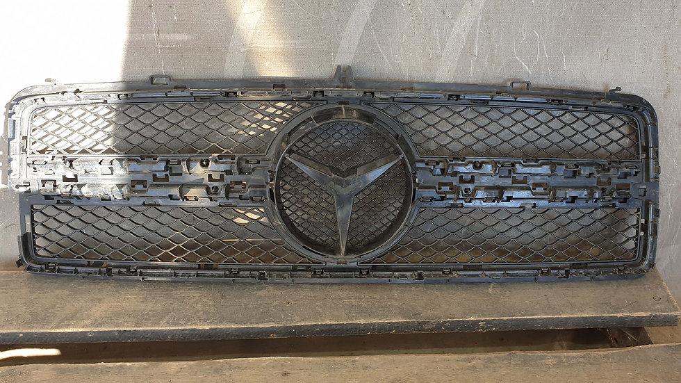Mercedes G (W463) Решетка радиатора Б/У Оригинал