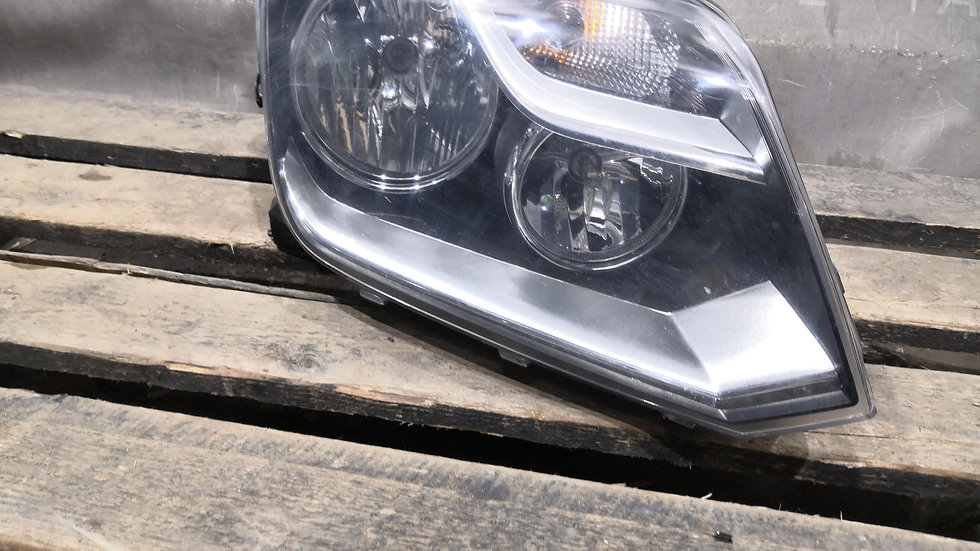 Фара правая Volkswagen Amarok  Б/У Оригинал
