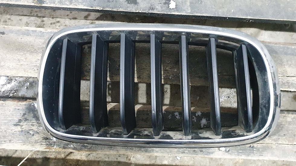 BMW X5 (F15) 13- Решетка радиатора правая Б/у Оригинал