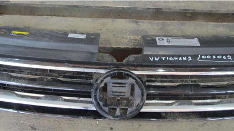 Volkswagen Tiguan 2 Решетка радиатора целая Б/У