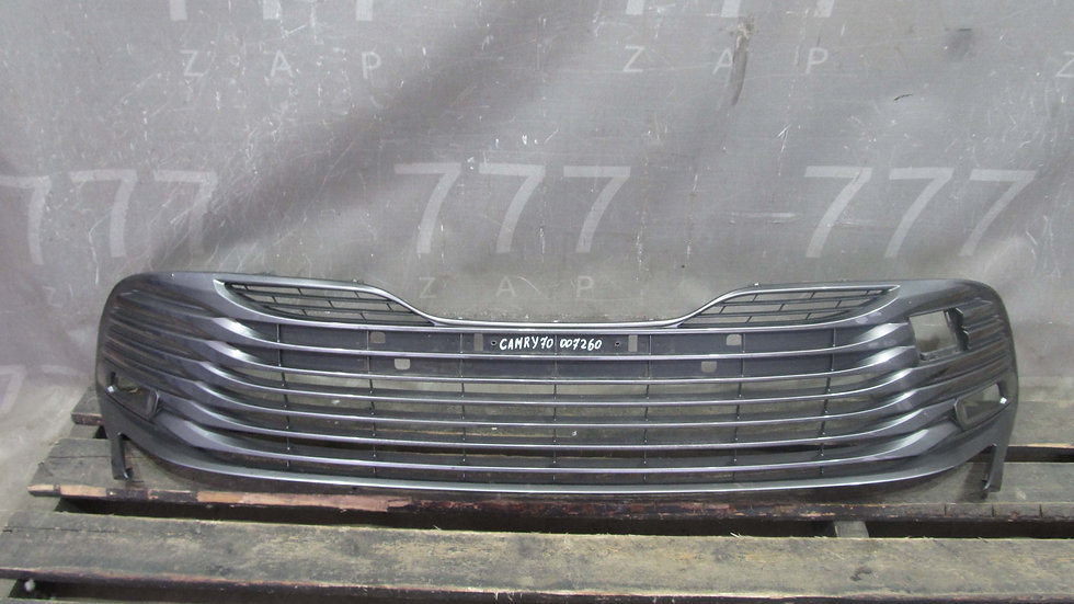 Toyota Camry 70 Решетка бампера Оригинал целая