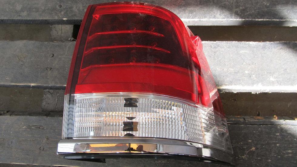Toyota Land Cruzer 200 (15-) Фонарь задний правый внешний Б/у Оригинал