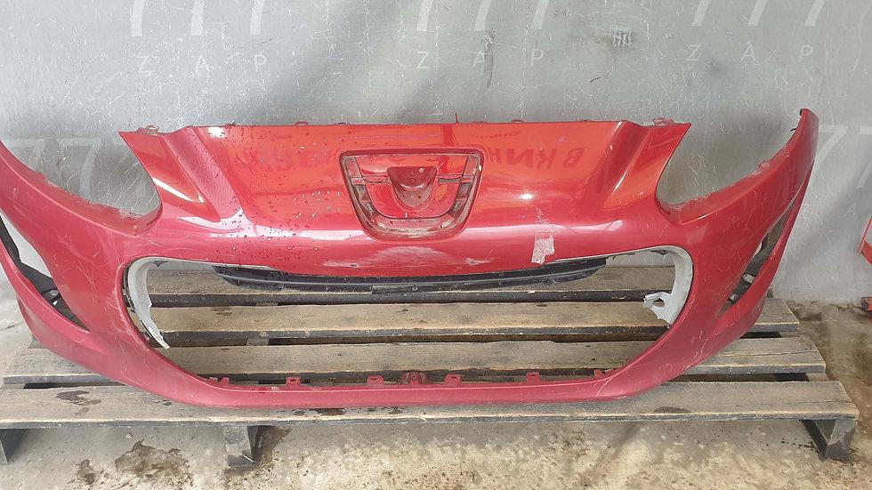 Peugeot 308 1 (T7) 11-15 Бампер передний Б/У Оригинал