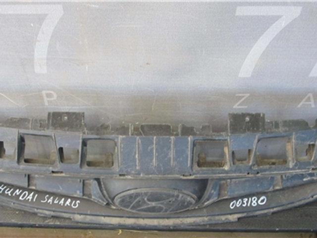 Hyundai Solaris 1 (RB) 10-14г Решетка радиатора  Б/у Оригинал