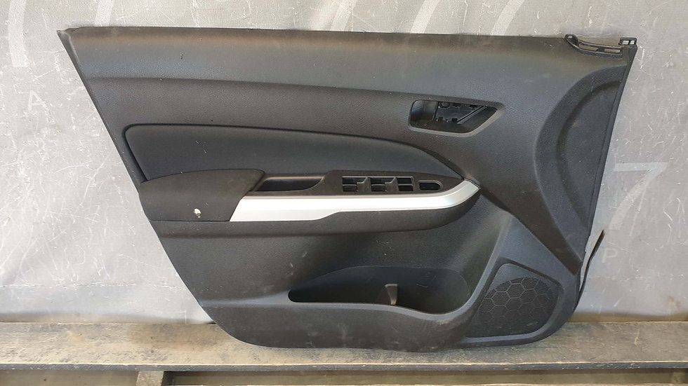 Suzuki  Vitara 2 обшивка двери передней левой Б/У Оригинал