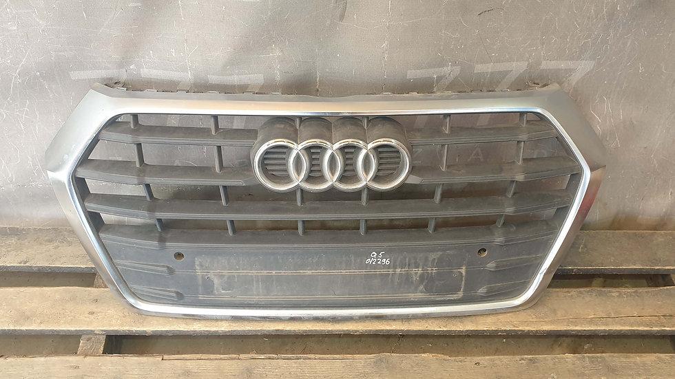 Audi Q5 2 17- Решетка радиатора Б/У Оригинал