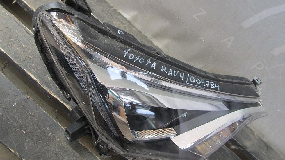 Toyota RAV4 IV (XA40) 15- Фара правая LED Б/у Оригинал