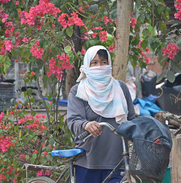 A Thai laborer on her way to work.