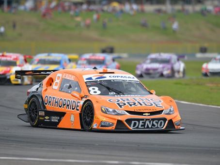 Stock Car: Rafael Suzuki tem dia difícil em Goiânia, com acidente e problema no pit-stop