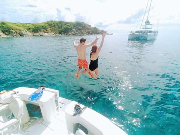 Boat Charters St Thomas _ Phoenix Island Charters _ jumpging into the water tile 4.jpg