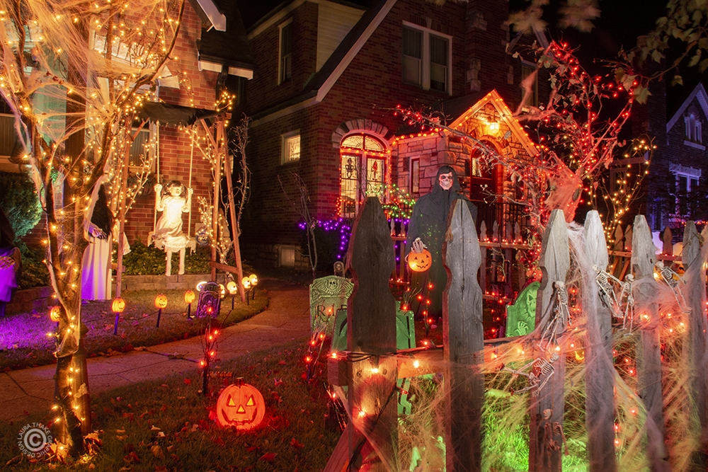 Scary Halloween decorations near me in St. Louis MO.