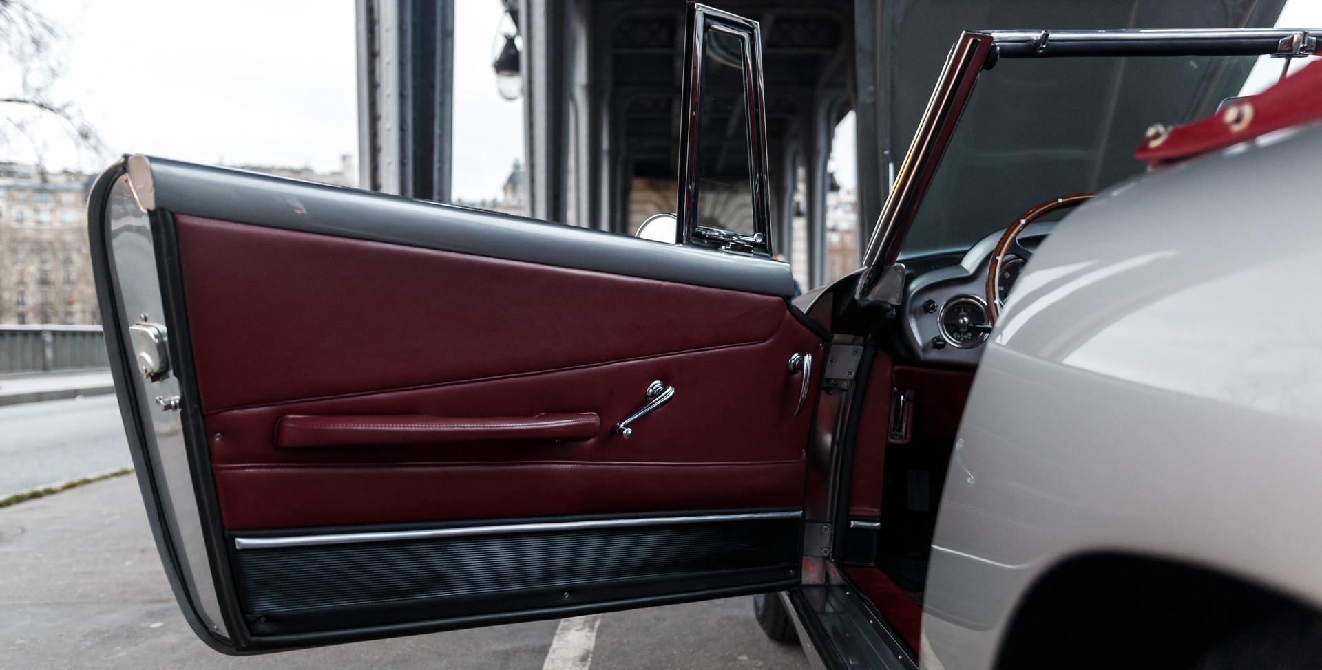 1961 Aston Martin DB4 Cabriolet 63.jpg