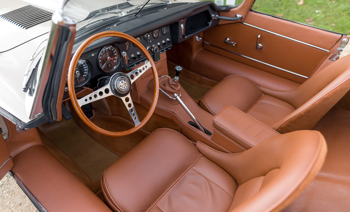 Jaguar Type-E Serie I Cabriolet (39).jpg