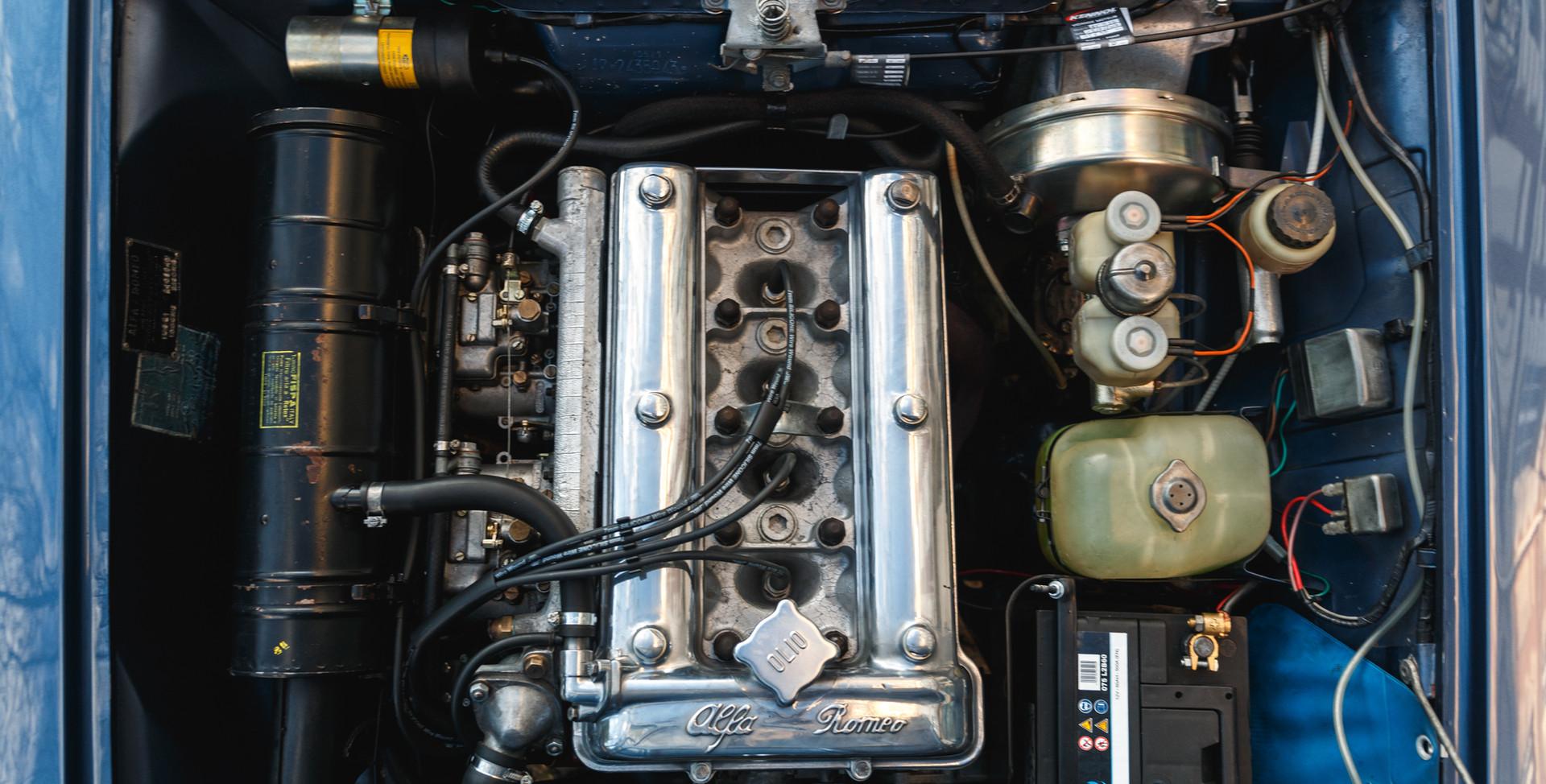 Alfa Romeo 2000 moteur (10).jpg
