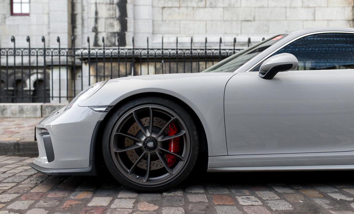 Porsche 911 GT3 Touring (30).jpg