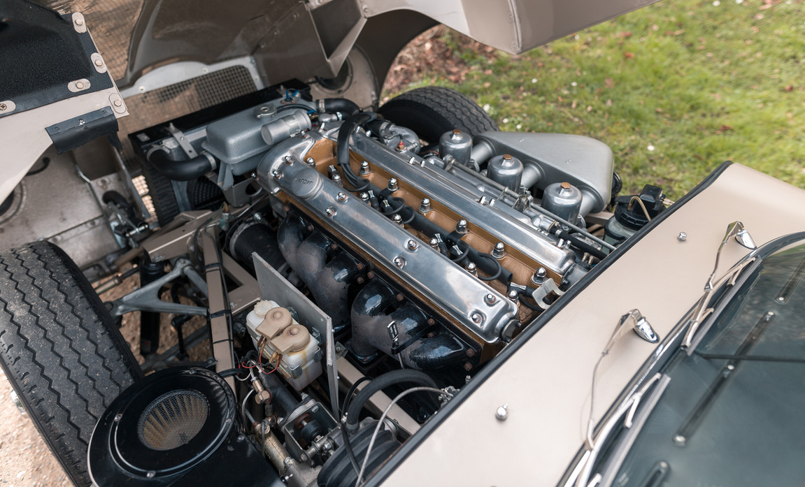 Jaguar Type-E Serie I Cabriolet (76).jpg