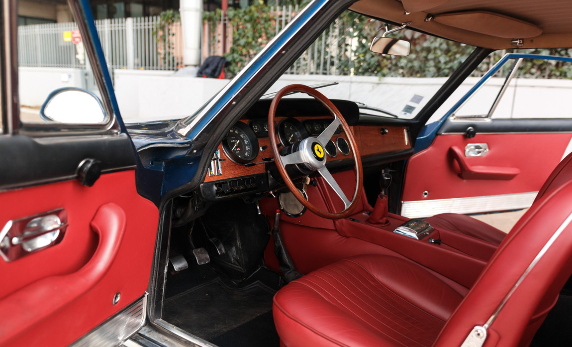 Ferrari 330 GT 19668.jpg