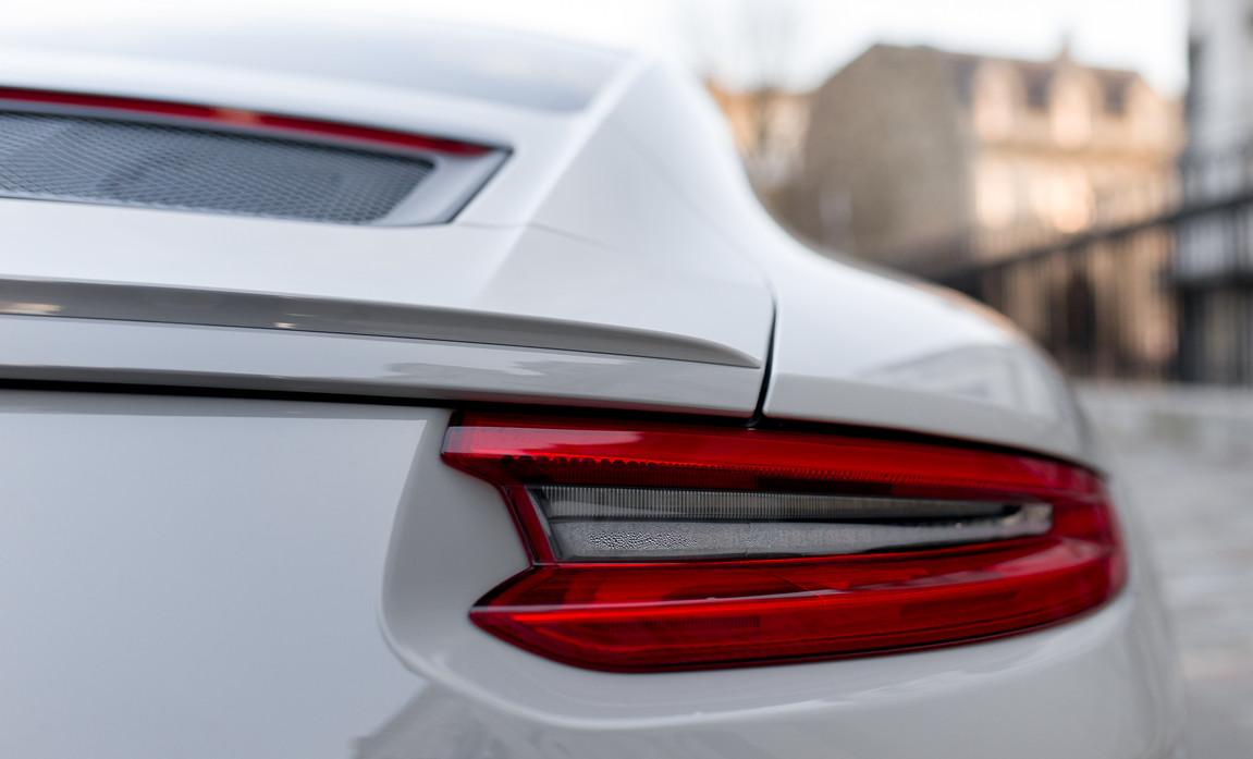 Porsche 911 GT3 Touring (40).jpg