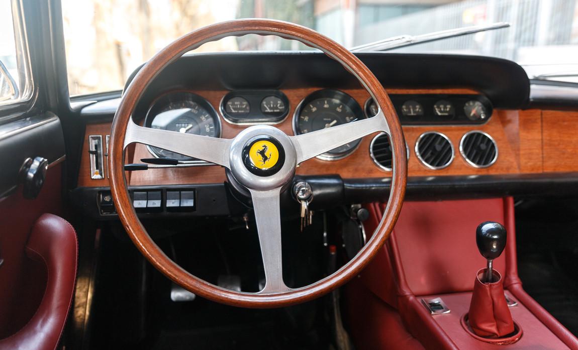 Ferrari 330 GT 196623.jpg