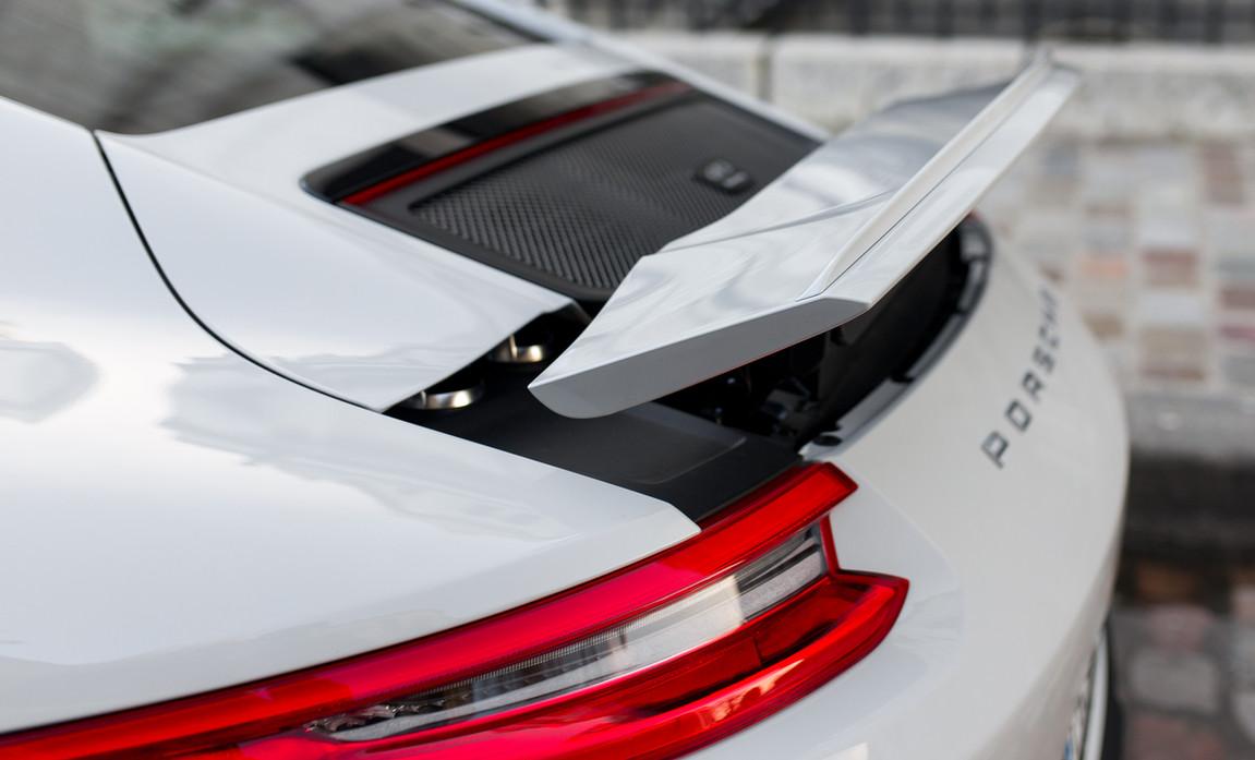 Porsche 911 GT3 Touring (34).jpg