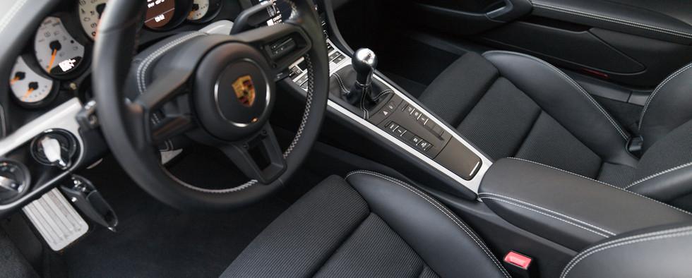 Porsche 911 GT3 Touring (55).jpg