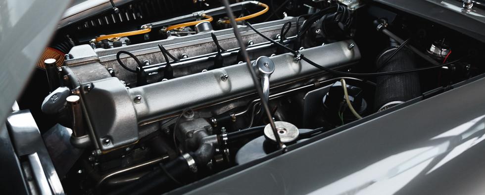 1961 Aston Martin DB4 Cabriolet 20.jpg