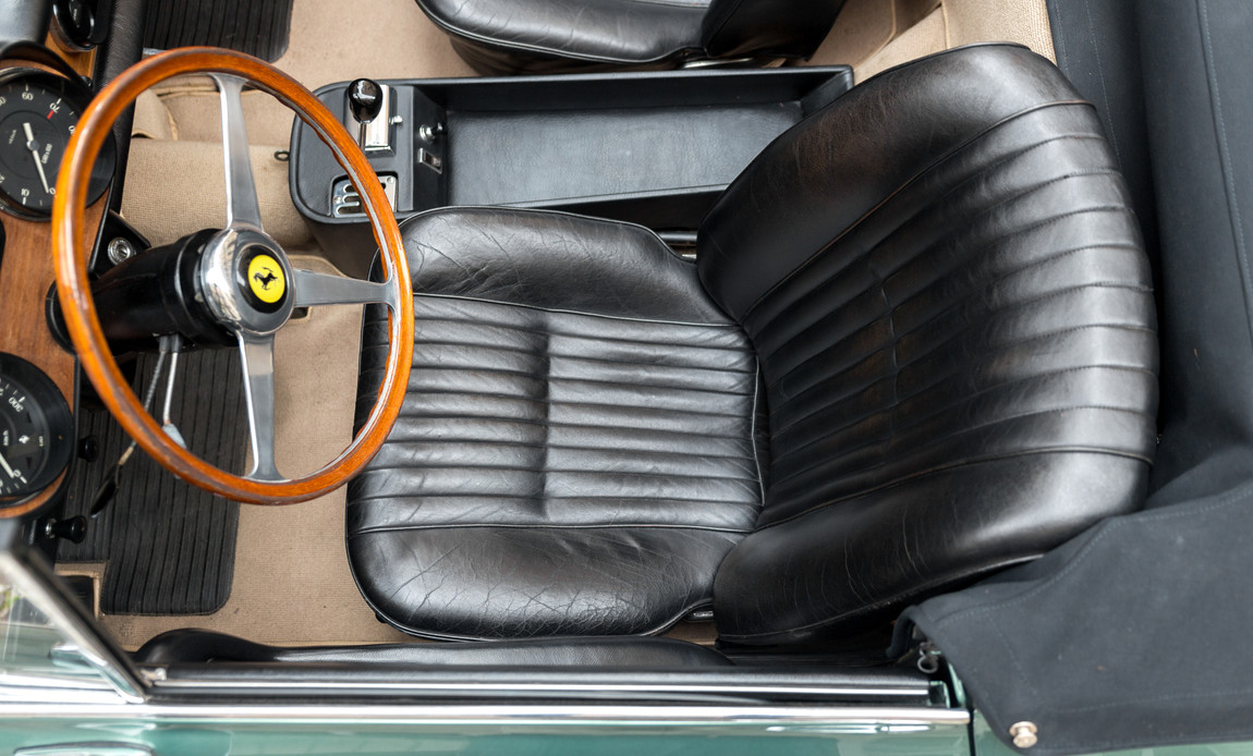 Ferrari_275_GTS_intérieur_(3)__.jpg