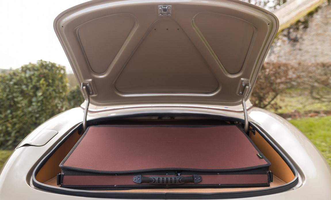 Jaguar Type-E Serie I Cabriolet (73).jpg