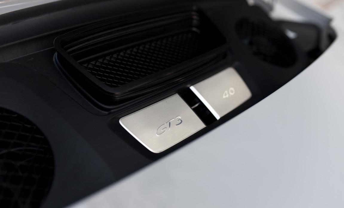 Porsche 911 GT3 Touring (42).jpg