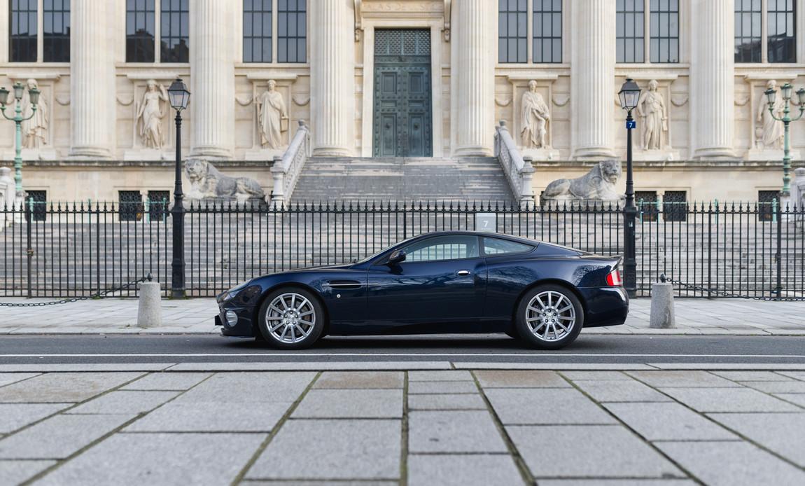 Aston Martin Vanquish S1.jpg