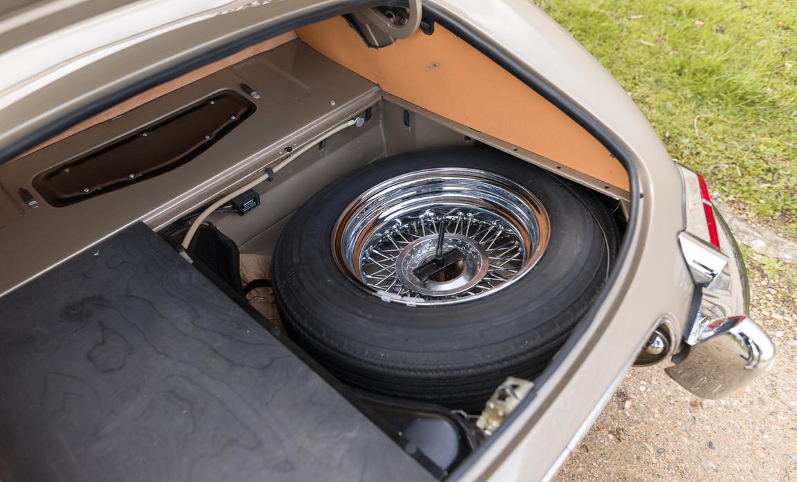 Jaguar Type-E Serie I Cabriolet (75).jpg