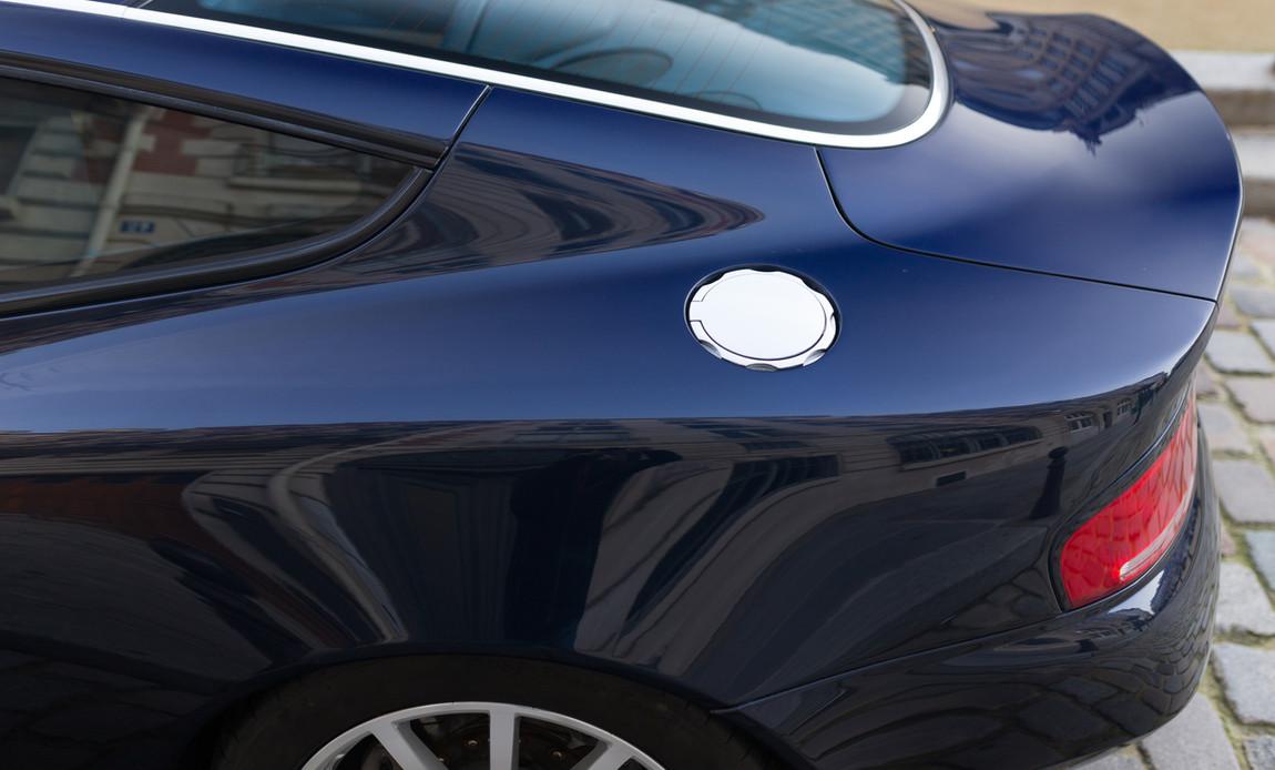 Aston Martin Vanquish S88.jpg