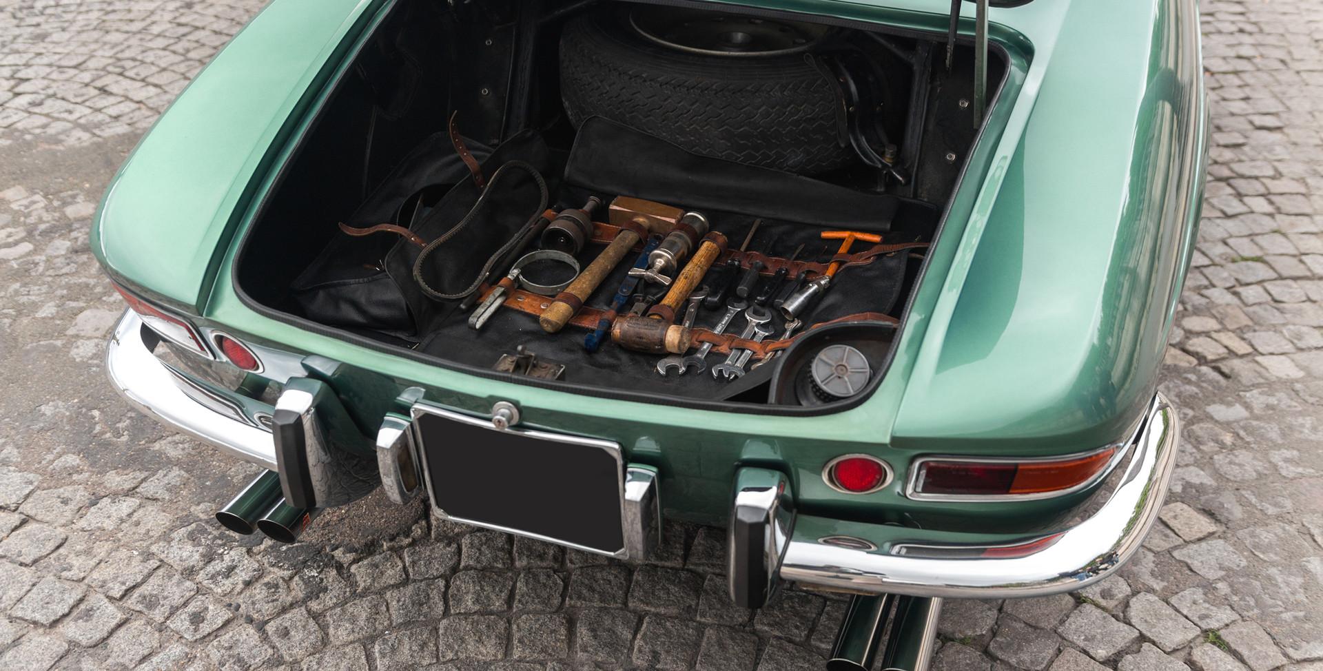 Ferrari 275 GTS outils (2).jpg