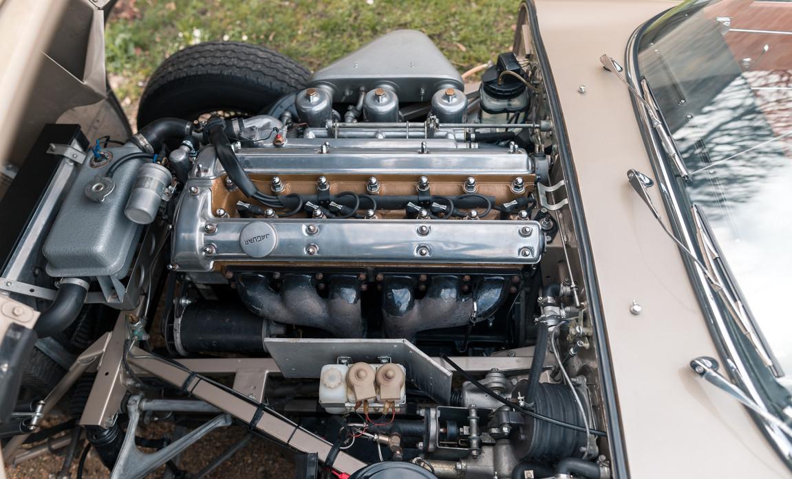 Jaguar Type-E Serie I Cabriolet (79).jpg