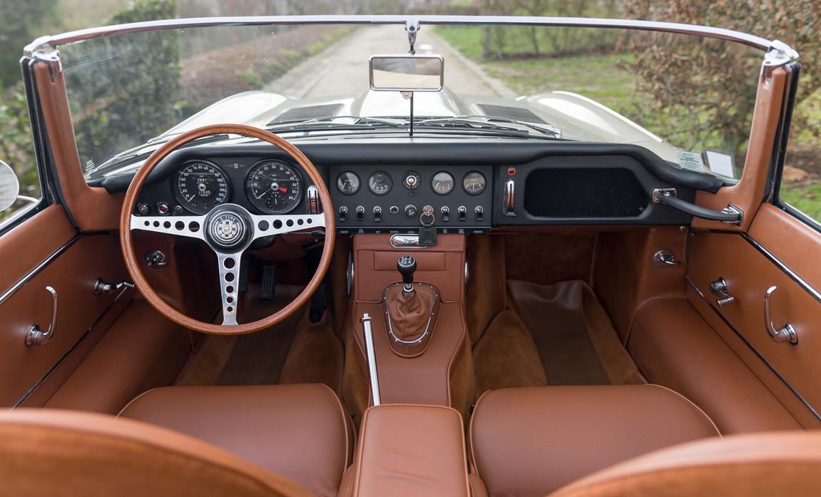 Jaguar Type-E Serie I Cabriolet (42).jpg