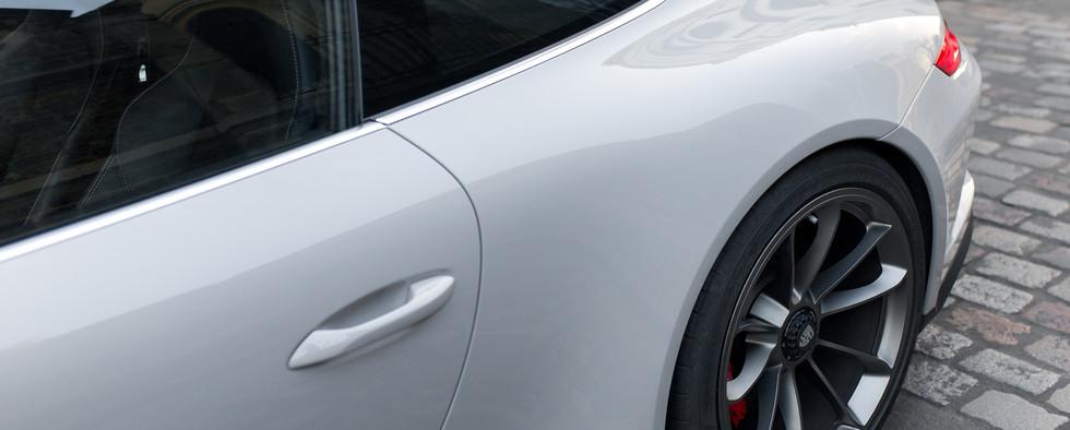 Porsche 911 GT3 Touring (37).jpg