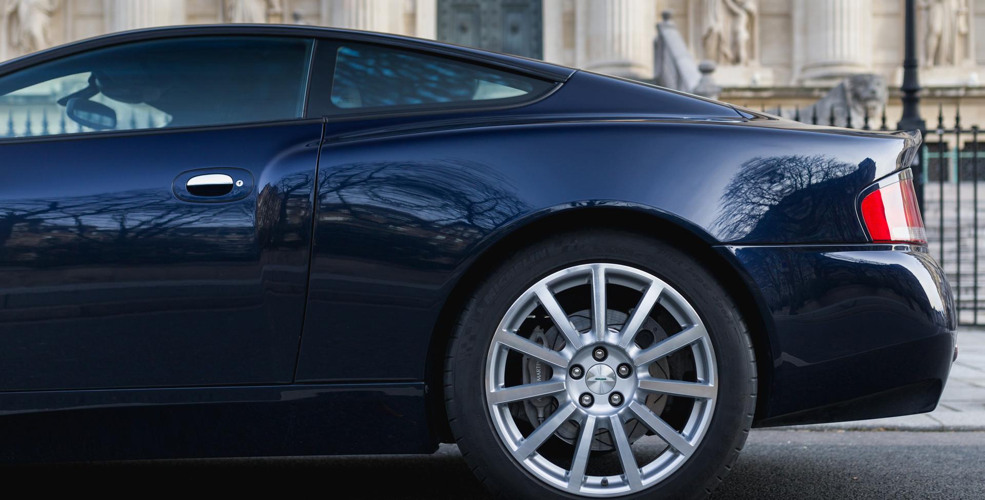 Aston Martin Vanquish S5.jpg